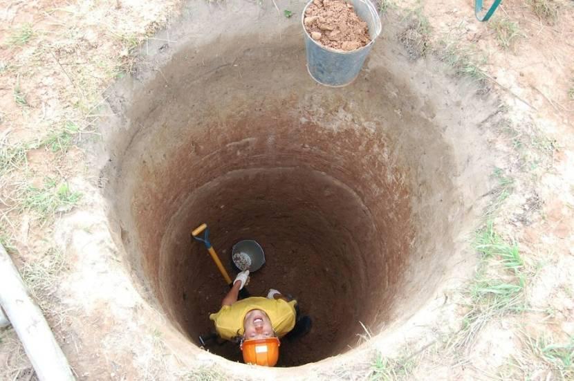 Удаление грунта из колодца