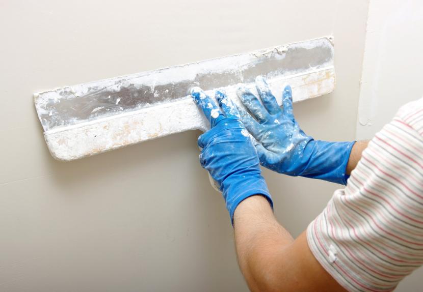 Выравнивание стен шпаклёвкой