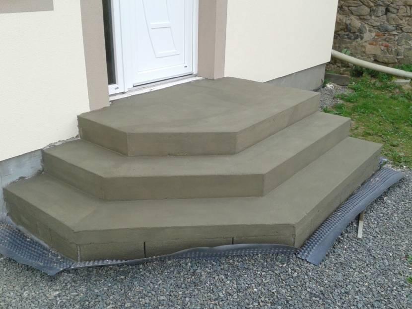 Уже готовые бетонные ступени для крыльца