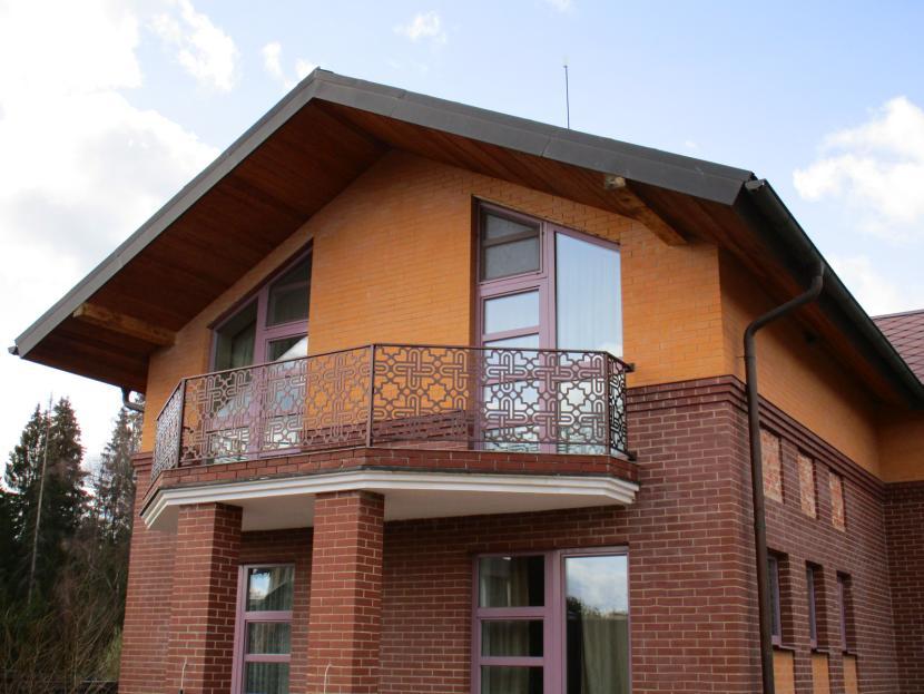 Выносной балкон с опорой на колонны