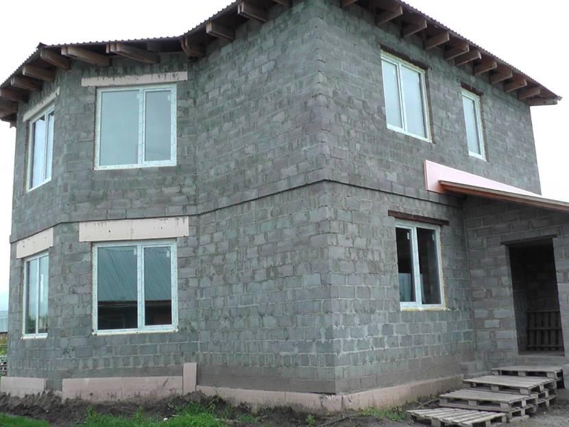 Двухэтажный керамзитобетонный дом