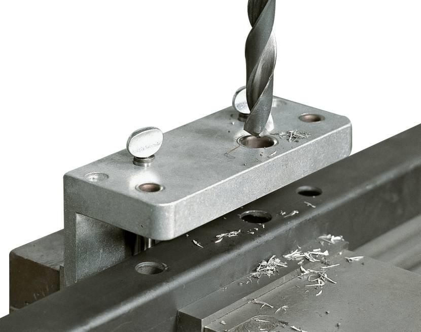 Подготовка отверстий при помощи сверла по металлу