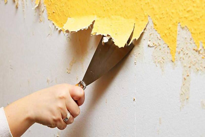 Стены очищают от старого покрытия