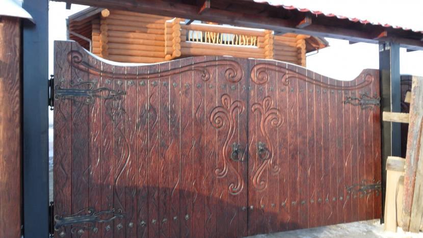 Ворота из древесины под старину