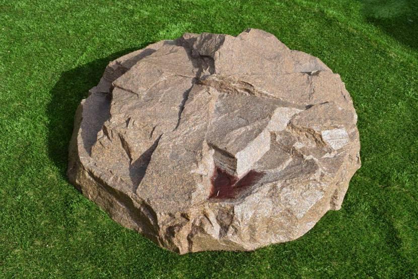 Искусственный валун из армированного монументального камня