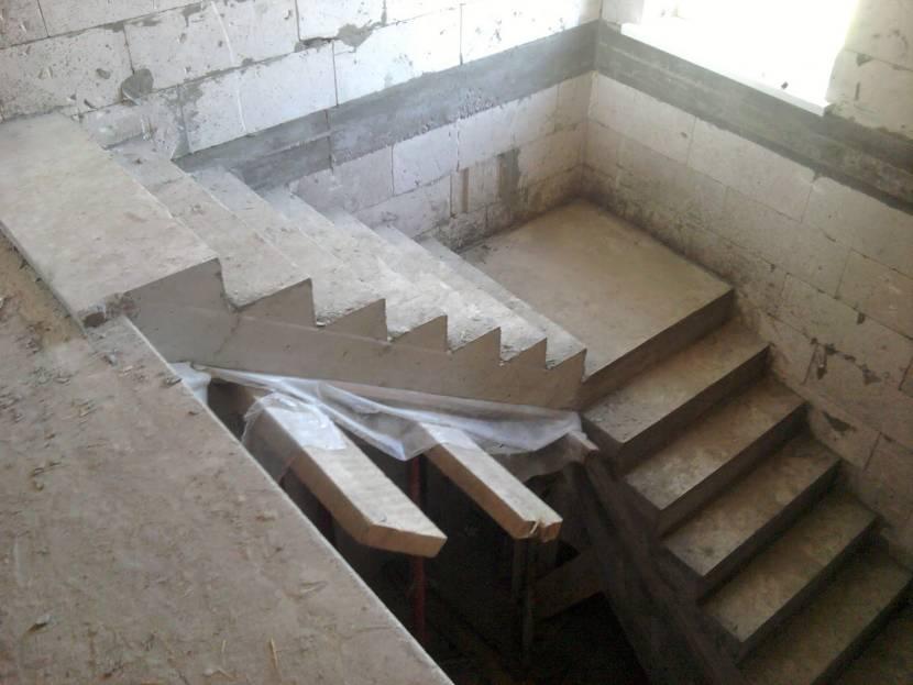 Лестница из двух пролетов