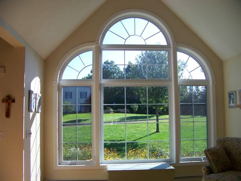 Большое фигурное окно с расстекловкой