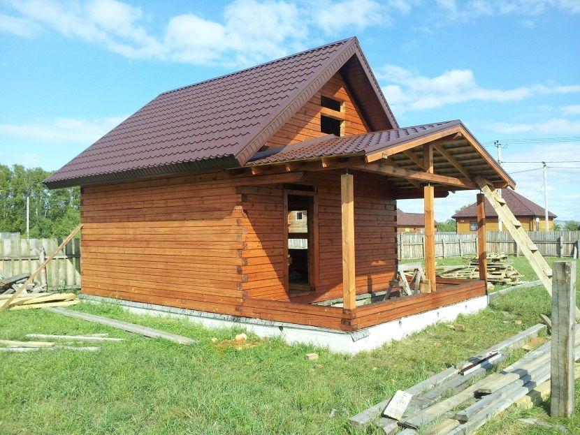 терраса с двускатной крышей без потолка