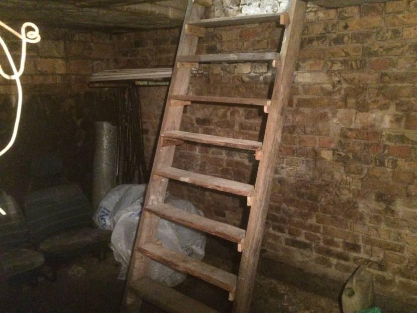 В сыром помещении приставная лестница может начать гнить
