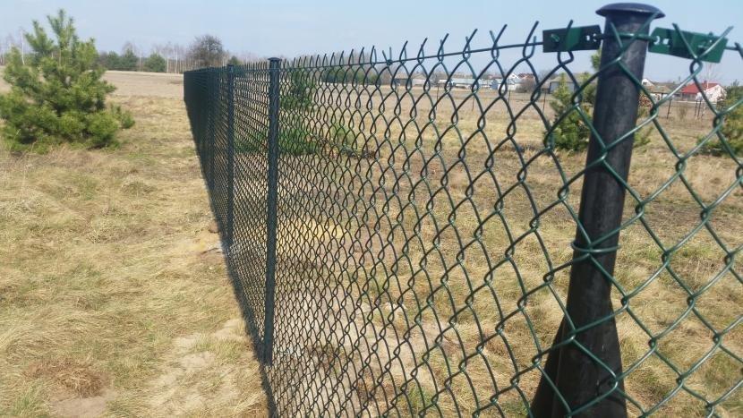 Как усилить забор сетки рабицы