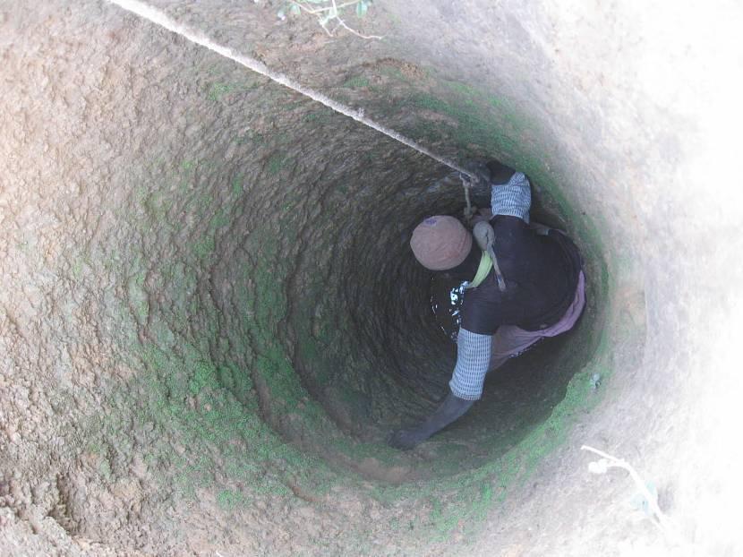 Понижения уровня воды в колодце