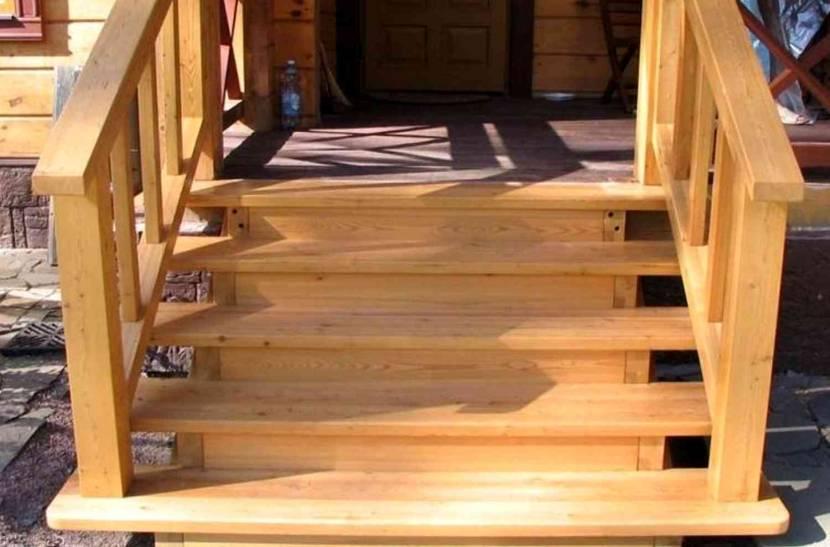 Простой вариант деревянных ступеней на крыльце