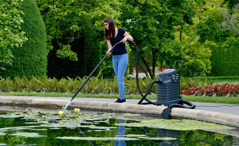 Очистка пруда с помощью водного пылесоса