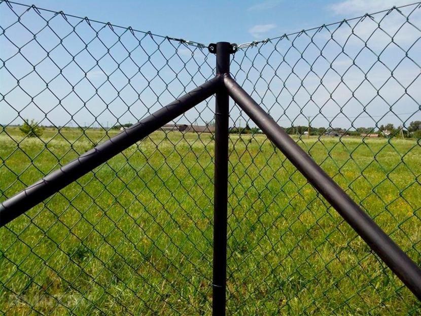 Как закрепить сетку рабицу на забор