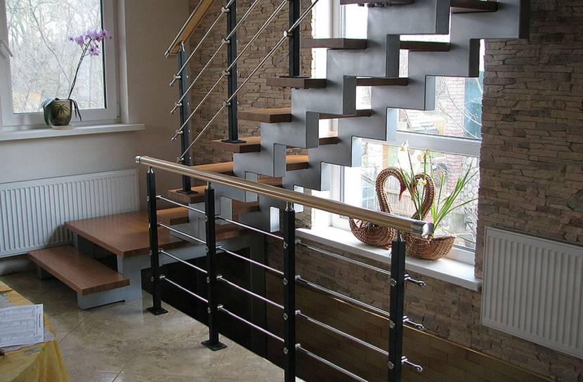 Лестница выполнена с применением ЛВЛ бруса
