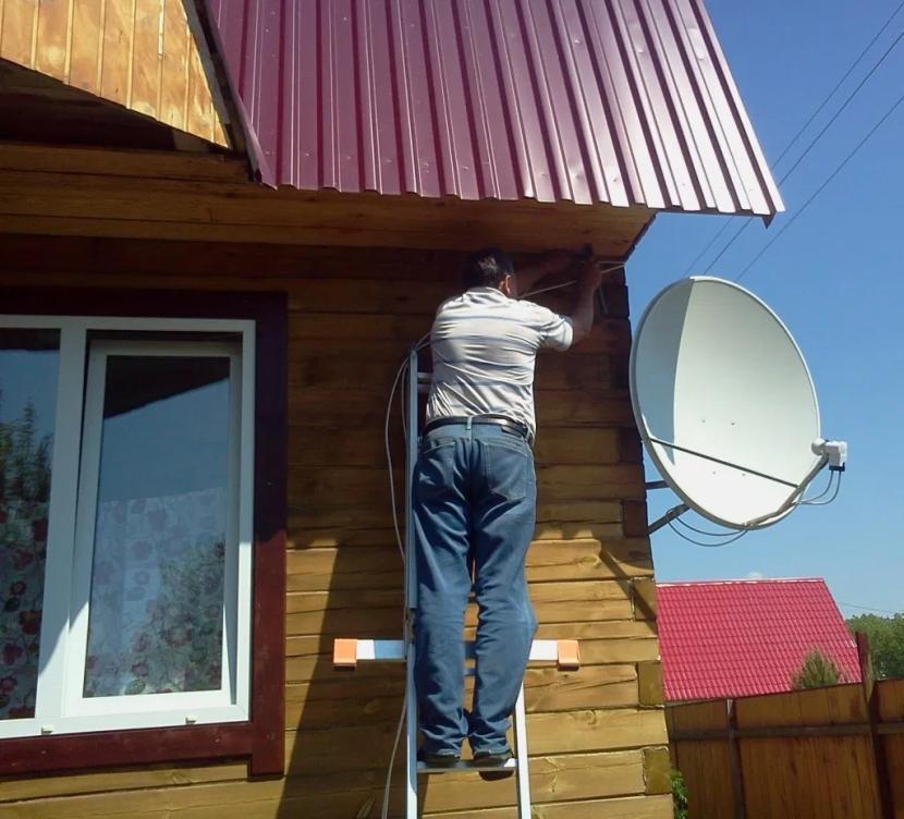 Уличная спутниковая антенна