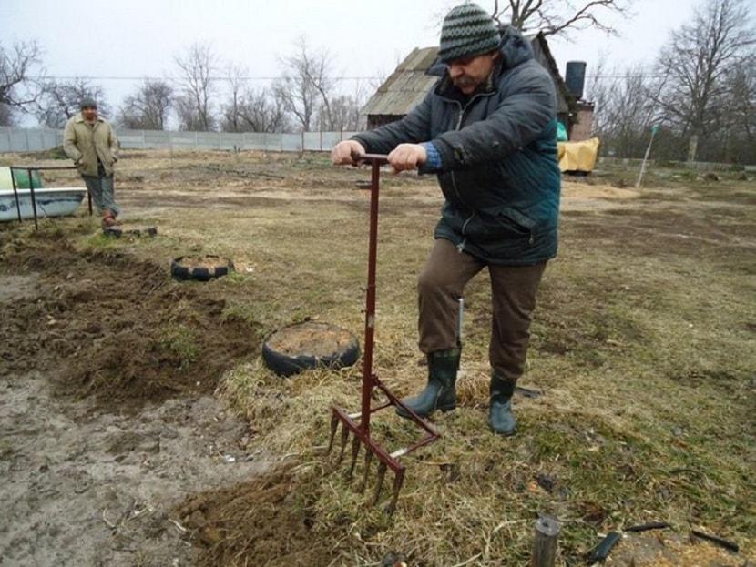 Обработка участка при помощи чуда лопаты