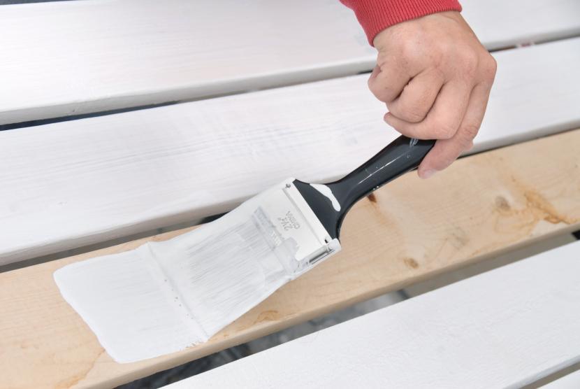 Прогрунтованная древесина красится легко
