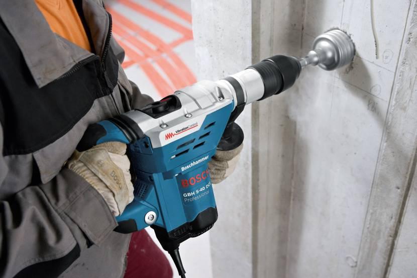 Сверление бетонных стен со специальным инструментом