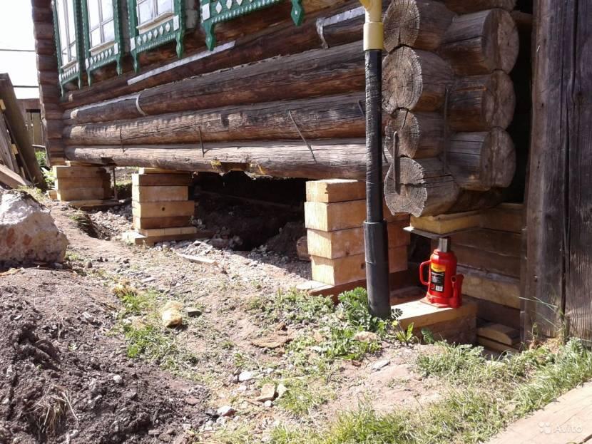 Деревянный дом на подпорках из бруса
