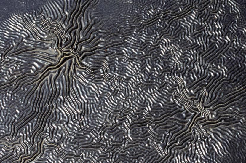 Поведение краски на маслянистой поверхности
