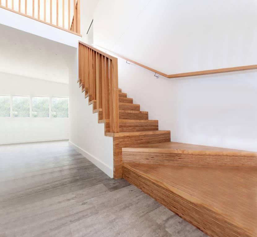 Лестница с нижними забежными ступенями