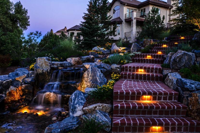 Подсветка дорожки и водопада