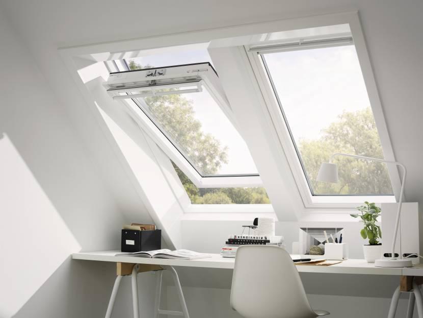 Поворотное мансардное окно