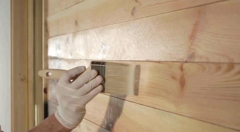 Грунтование деревянной поверхности защищает от внешних воздействий