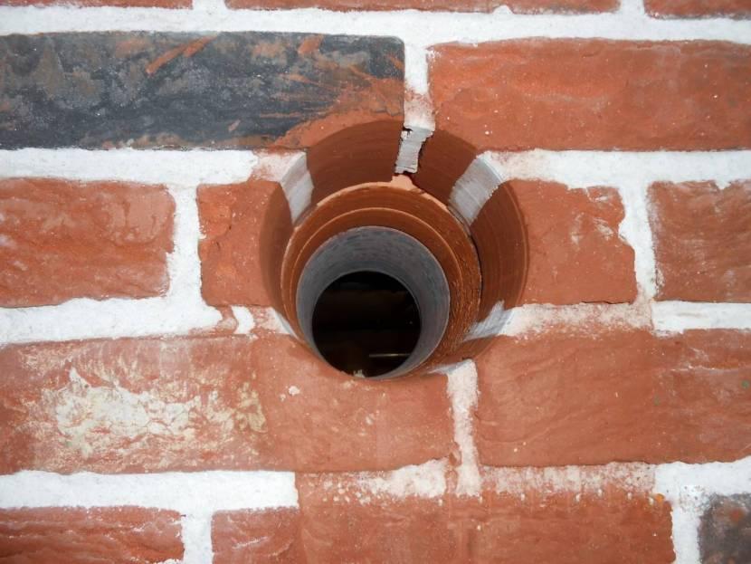 Клапан необходимо устанавливать в несущей стене