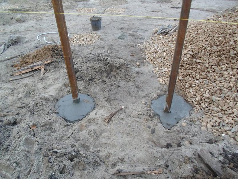 Использование шнурки для выравнивания столбов