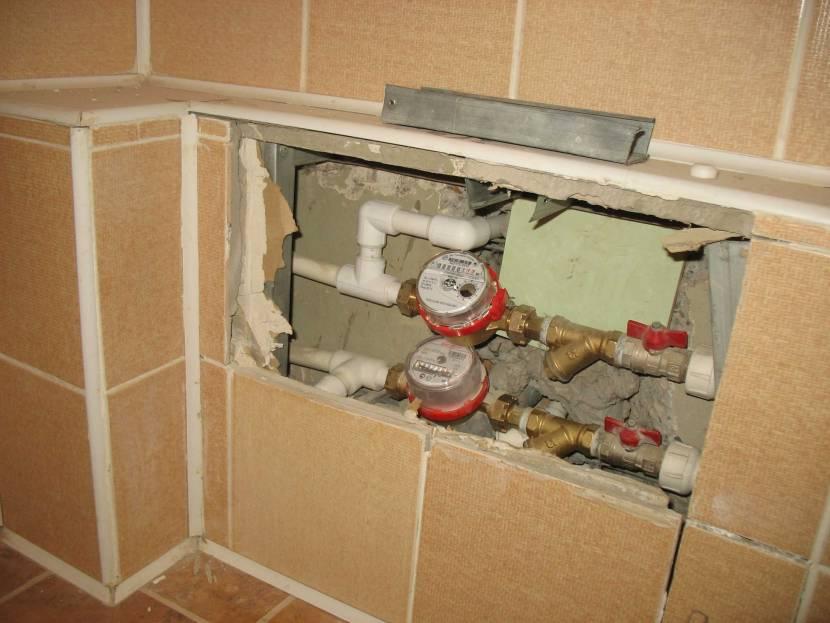 Зашивка труб гипсокартоном в нижней части помещения