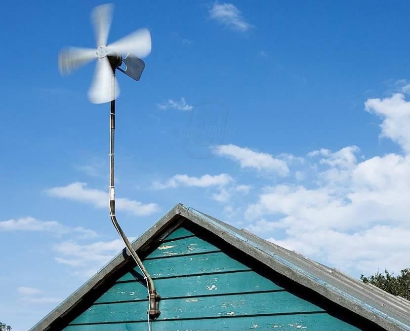 Ветряк на фасаде частного дома