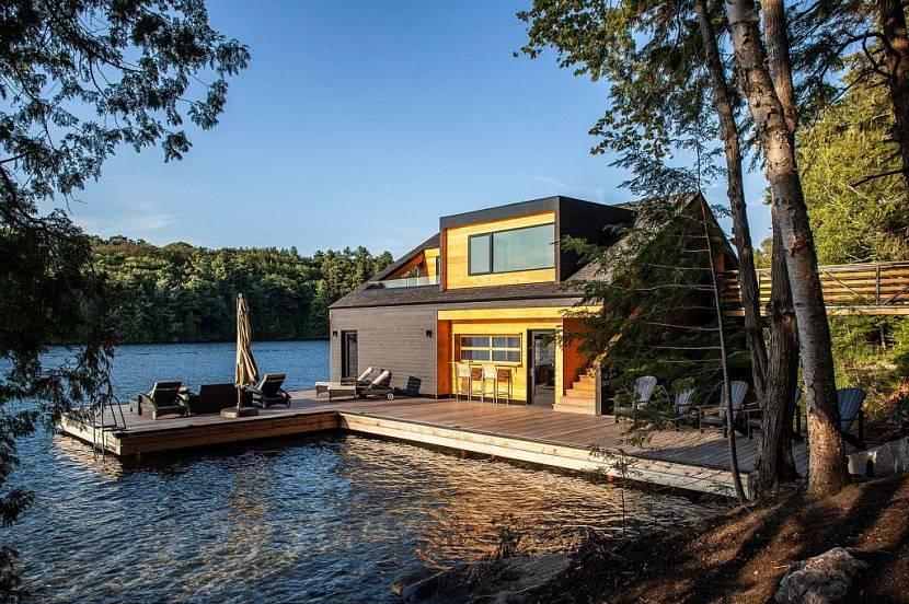 Дом над водой с террасой