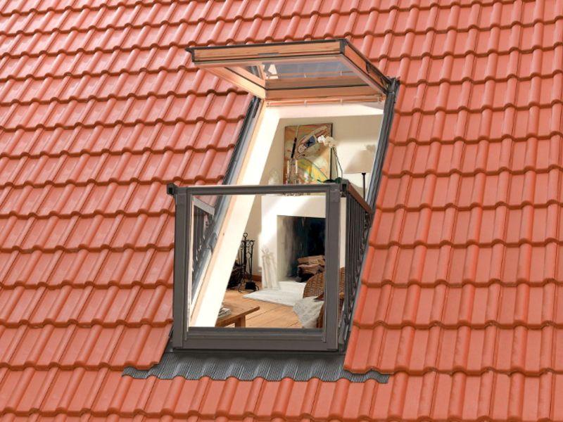 Строительство дома с мансардой с окном-балконом