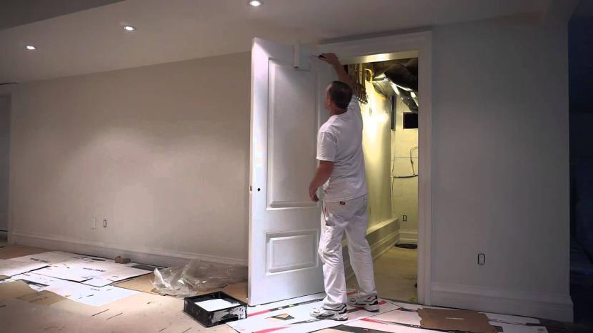 Окрашивание дверей в доме