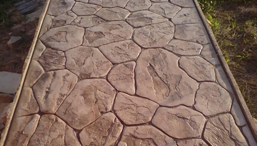 Бетонная дорожка с имитацией природного камня