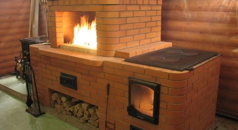 Оригинальная печка с каминной топкой и варочной плитой