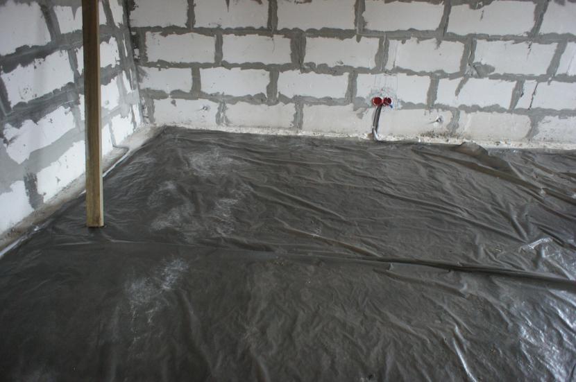 Под плёнкой бетон сохнет равномерно