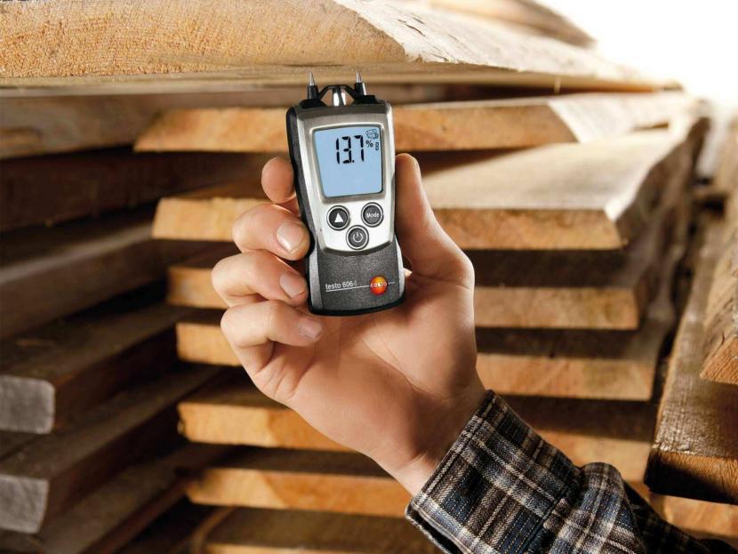 Влажность измеряют специальным прибором – влагомером