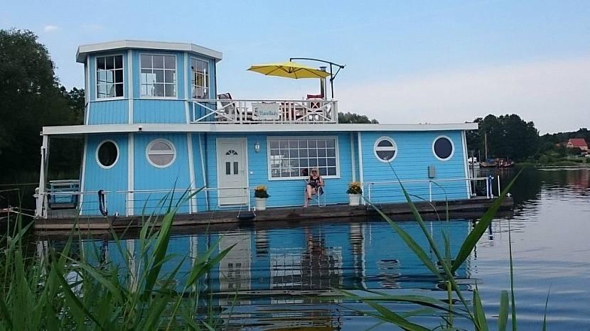 Дом-корабль у причала