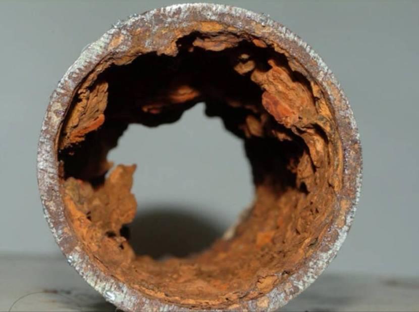 Разрушенные коррозией трубы