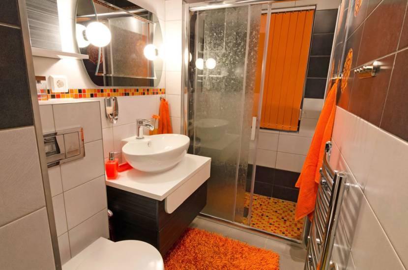 Дизайн небольшой ванной со скрытыми трубами