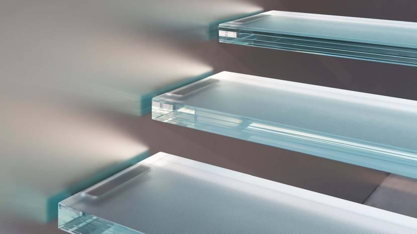 Рассеивающие накладки на стеклянных ступенях