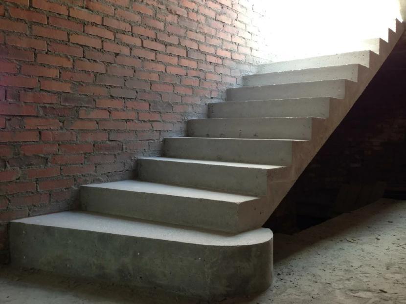 Пример простой бетонной лестницы