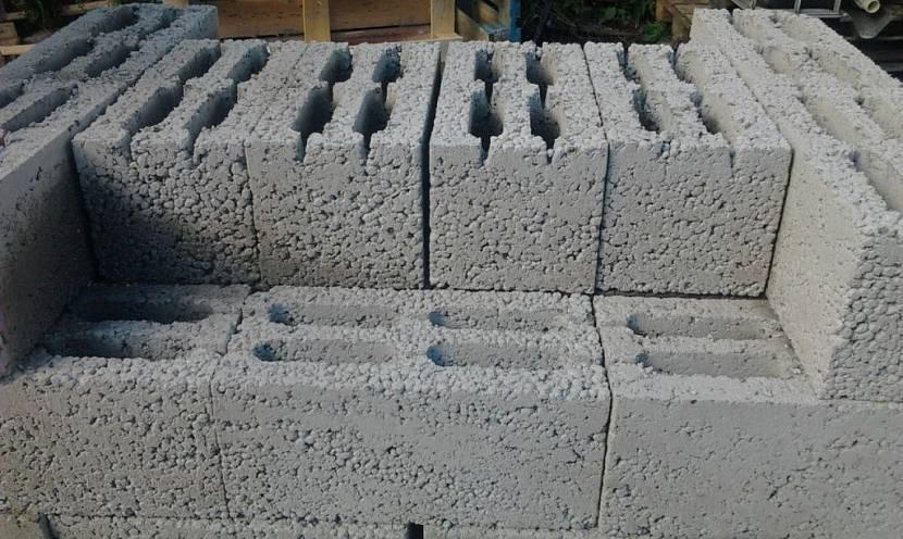 Керамзитобетонные блоки - ровные и легкие в укладке