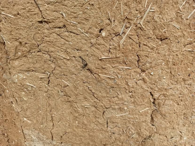 Смесь глины с соломой