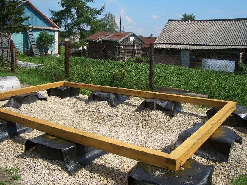 Фундамент из покрышек, выполненный в виде столбов
