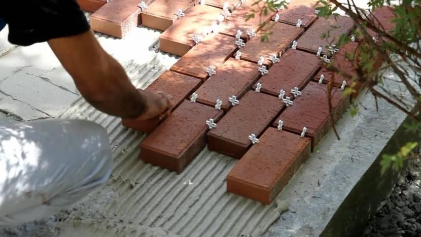 Монтаж плитки на клей
