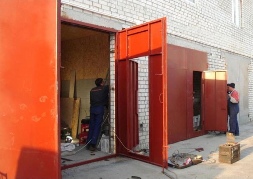 Монтаж гаражных ворот